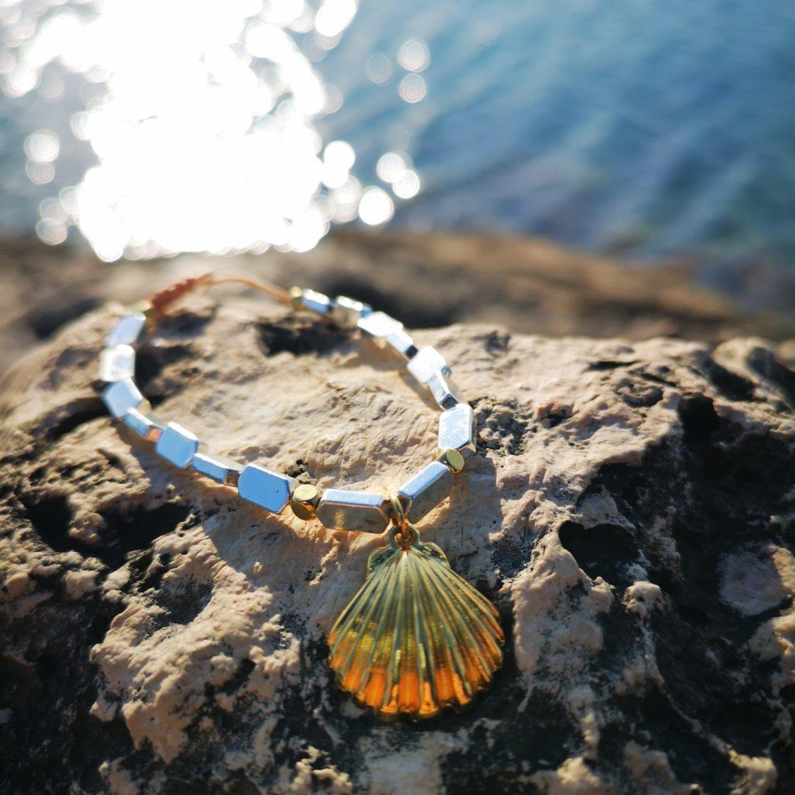 golden scallop bracelet