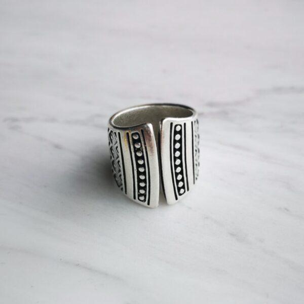 εθνικ δαχτυλίδι